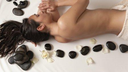 Hot Stone Massage im 4 Sterne Wellnesshotel im Allgäu