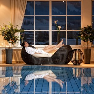 Schwimmbad im 4 Sterne Wellnesshotel im Allgäu