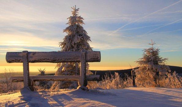 Fichtelberg Winter Sonnenaufgang Bank pexels web