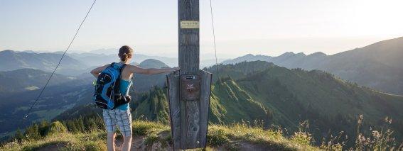 Spektakuläre Aussicht vom Gipfelkreuz