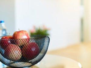 Apfelschale im Zimmer