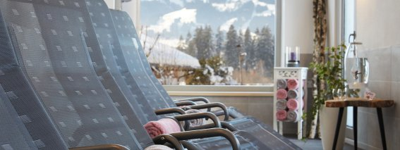 Panorama-Ruheraum mit Bergblick