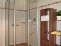 große Dusche im Bad