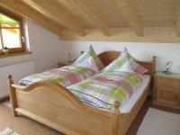 schönes Holzschlafzimmer