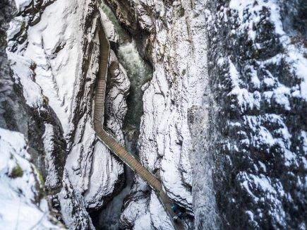 Blick vom Zwingsteg in die Breitachklamm im Winter