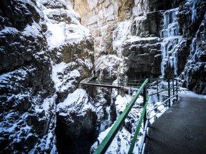 Zwingbrücke in der Breitachklamm mit Schnee
