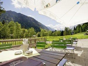 Café-Restaurant mit neuer Sonnenterrasse