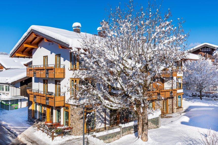 Casatina Hausansicht Winter - Ferienwohnungen Casatina Oberstdorf