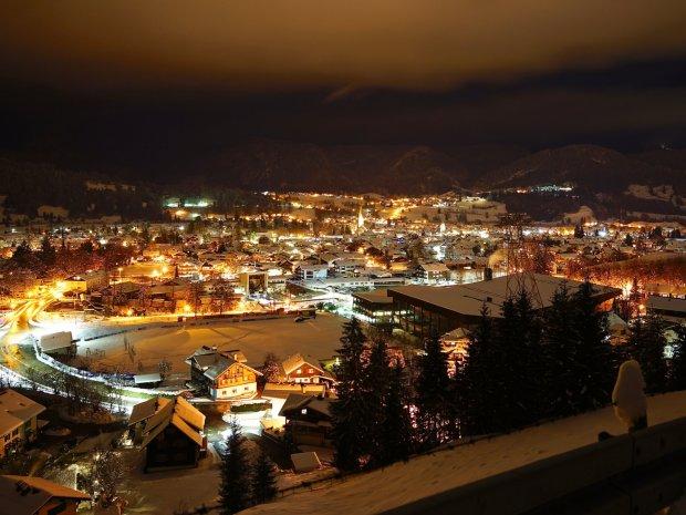Oberstdorf in einer Winternacht