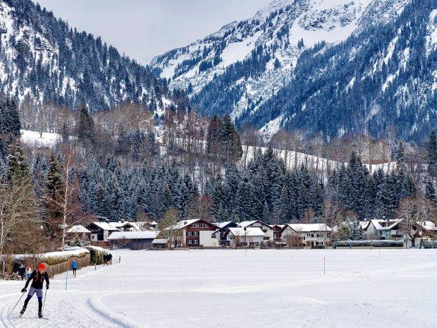 Die Langlaufloipe startet direkt am 4 Sterne Hotel Oberstdorf