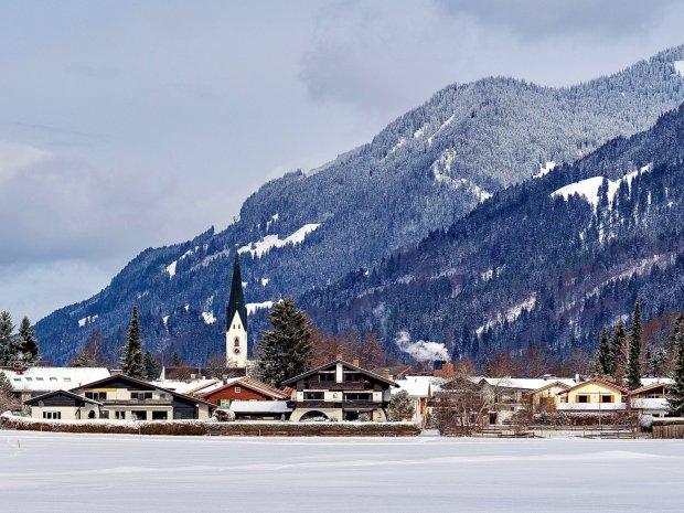 Blick aus die Wiesen auf Oberstdorf