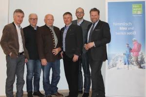 Nach Vertragsunterzeichnung. Vlnr: Hermann Haller, Augustin Kröll, Anton Haller, Robert Haller, Andreas Gapp und Michael Lucke