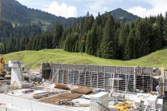 Betonierung der Wände der Talstation