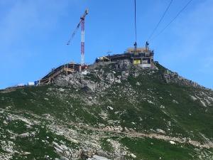 Freier Blick auf das Gipfelkreuz