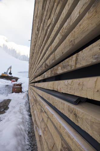 Detailaufnahme der Holzfassade