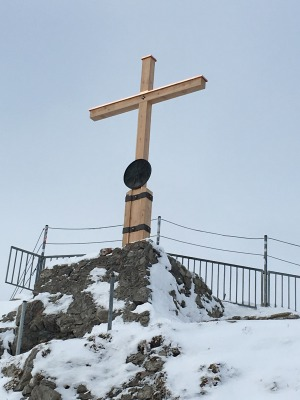 Das neue Gipfelkreuz am Nebelhorn