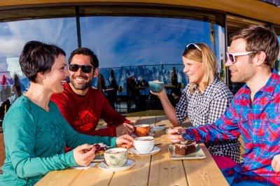 Kaffee und Kuchen mit 400-Gipfel-Blick
