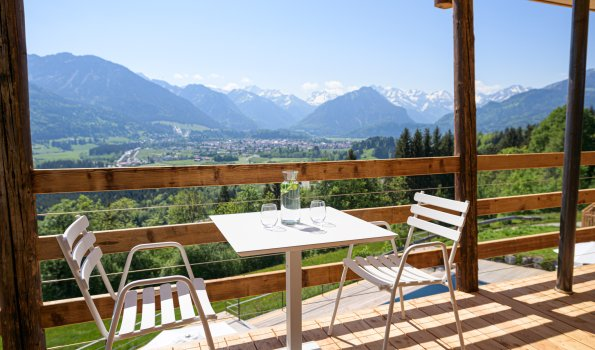 Halali Balkon mit Ausblick nach Oberstdorf