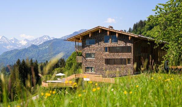 Haus mit Blick in die Berge
