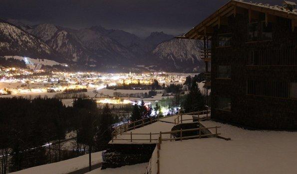 Winternach mit Blick auf Oberstdorf