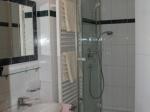 Modernes Bad mit Föhn