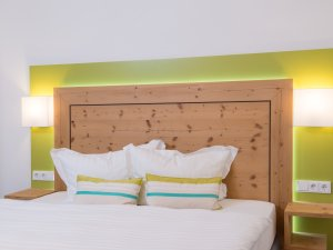 Schlafzimmer in Altholz