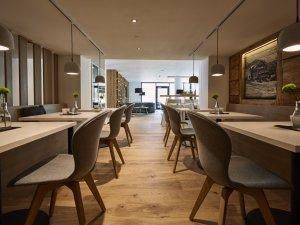 Sonnenburg-hotel-kleinwalsertal-lounge-03