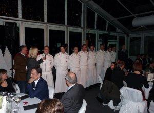 Die Gäste bedanken sich bei den Köchen