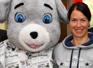 Petra Haltmayr und die Zeitungsmaus bei der Bewegungsoylmpiade