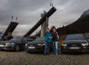 Jede Menge Audi quattro für vier Schanzen: Clemens Lee von der AUDI AG, rechts, übergibt symbolisch den Schlüssel an Alfons Schr