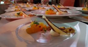 Dessert beim Charity Dinner im Glaszelt an der Skiflugschanze