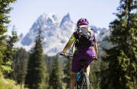 Explorer Biketour vor traumhaftem Bergpanorama