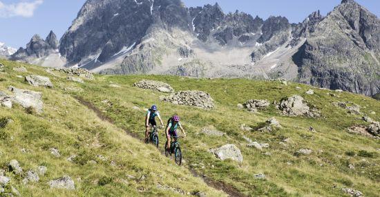 Biken durch das Silbertal mit dem Berg Patteriol im Rücken