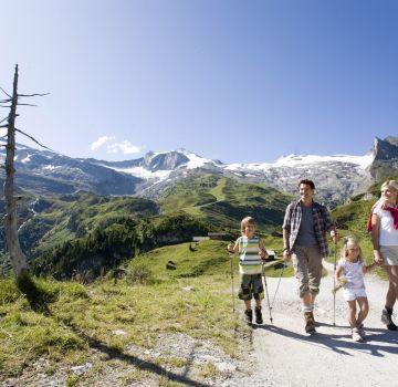 Es gibt zahlreiche Wanderungen für Familien im Zillertal