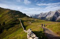 MayrhofnerBergbahnen Wandern am Geniesserrundweg Ahorn