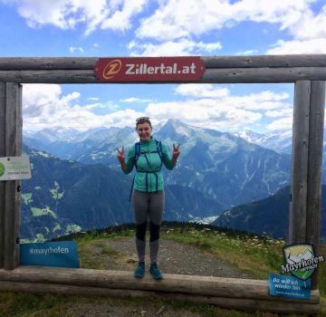 Hana auf der Wanderung zum Kreuzjoch in den Tuxer Alpen