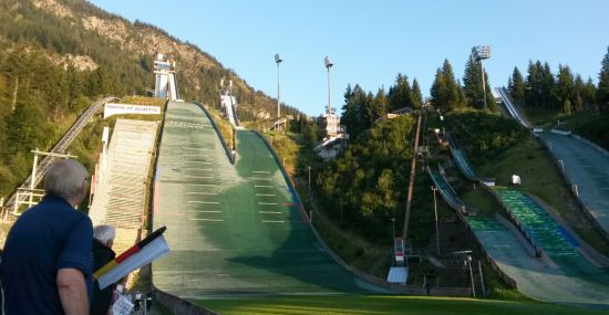 Skispringen im Spätsommer in Oberstdorf