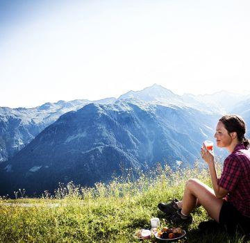 Leckeres Bergfrühstück im Sommer