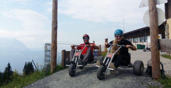 Los geht's mit dem Mountain Cart den Berg hinunter!