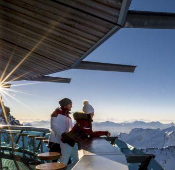 Grenzenloser Ausblick von der Aussichtsplattform des Top Mountain Stars