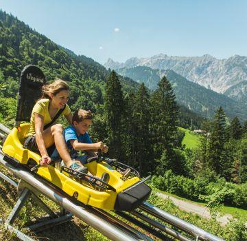 Mit dem Alpine Coaster am Golm den Berg hinuntersausen