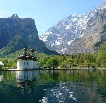 Königssee mit St. Bartholomä in Berchtesgaden