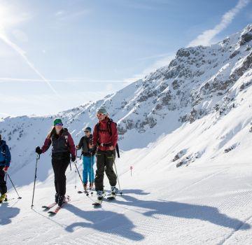 Gruppen-Skitour im Sonnenschein