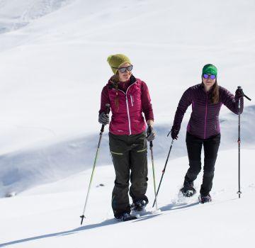 Mit Freunden macht das Schneeschuhwandern doppelt Spaß!