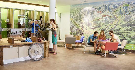Das Bike inmitten der Lounge auf Vordermann bringen