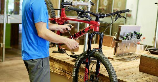 An der Werkbank machst Du Dein Bike fit