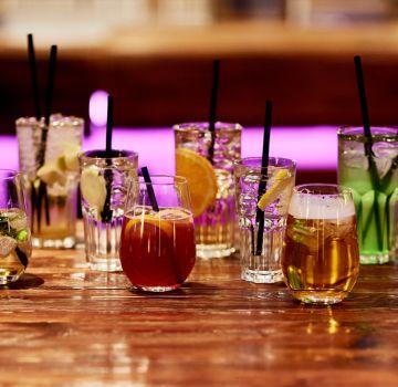 Leckere Cocktails & Longdrinks kannst Du an der Hotelbar genießen.