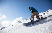 Mit dem Snowboard die Pisten unsicher machen
