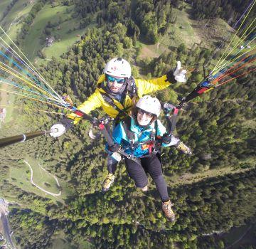 Absolute Suchtgefahr beim Tandem-Gleitschirmflug über Oberstdorf