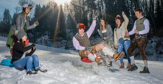 Dirndl und Lederhosen Winterspiele in St. Johann